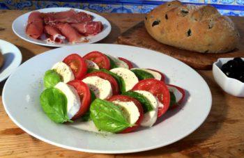"Insalata caprese – Italiensk ""nasjonalsalat"" med mozzarella"