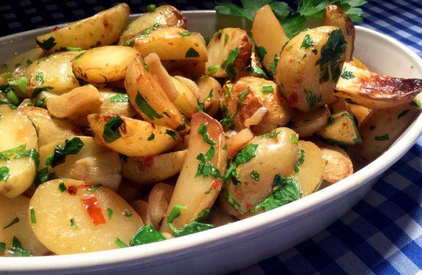 Patatas al ajillo – Hvitløkstekte poteter