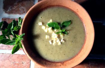 Potage de courgettes à la marjolaine – Squashsuppe med merian