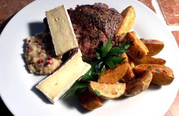 Entrecôte sauce au brie – Entrecôte med brie- og rosépeppersaus