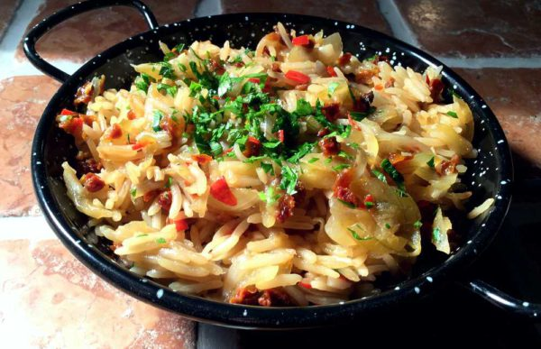 Arroz al ajillo – Ris med hvitløk og tomat