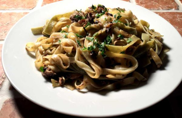Tagliatelle con sardine e pomodori secchi – Tagliatelle med tomat og sardin