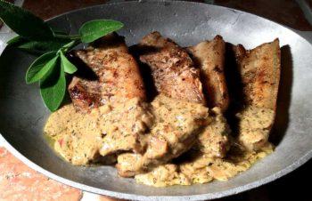 Côtes des porc sauce moutarde – Grillribbe med sennep- og salviesaus