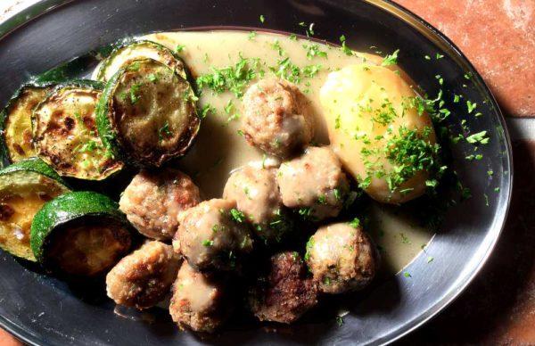Kjøttboller i rosmarinsaus