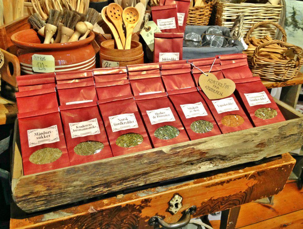 Krydder fra Verdensmat, i butikken til Blaafarveværket