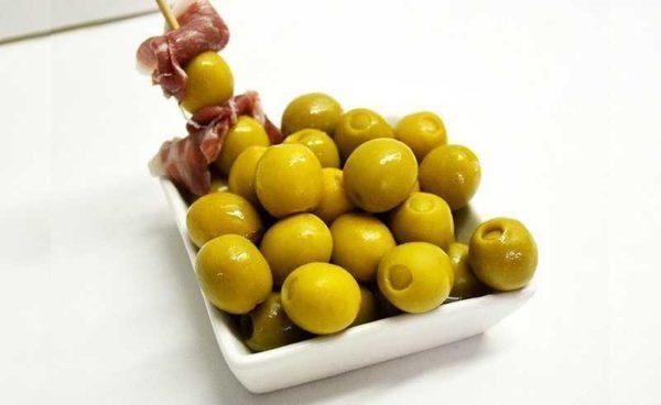 Oliven fylt med spekeskinke: Serveringsforslag