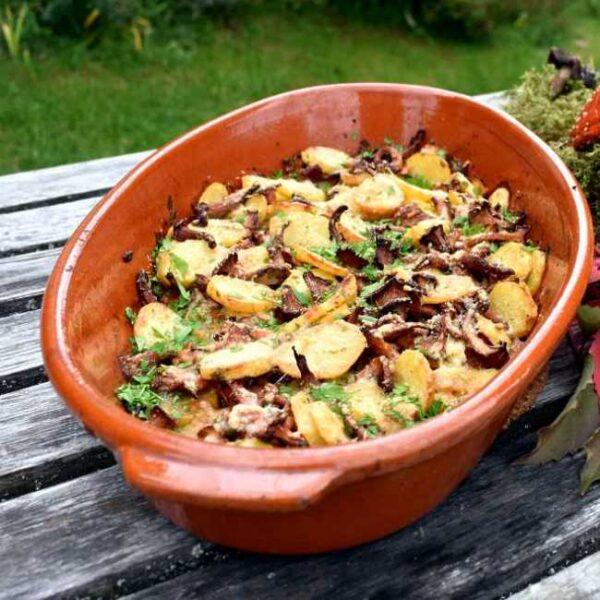 Serveringsforslag: Finferli al forno (onvsbakte poteter og kantareller)
