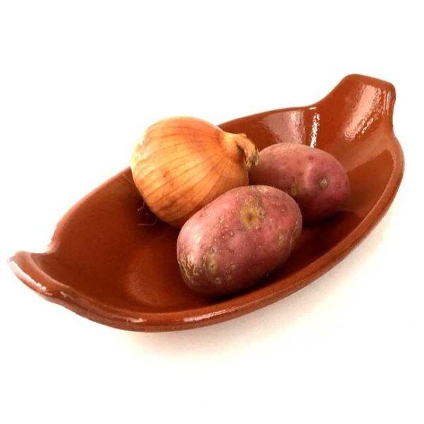 Terrakottafat, ovalt, 27 cm langt, med poteter og løk (som ref. til størrelse)