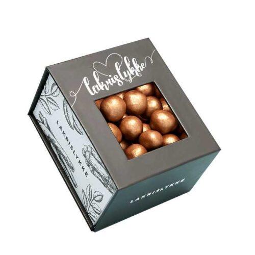 Konfekteske med 120 g sjokoladetrukne lakriskuler fra Jentene på Tunet