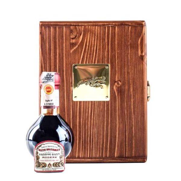 100 ml aceto balsamico tradizionale affinato DOP fra Giuseppe Giusti Modena, i en lekker treeske