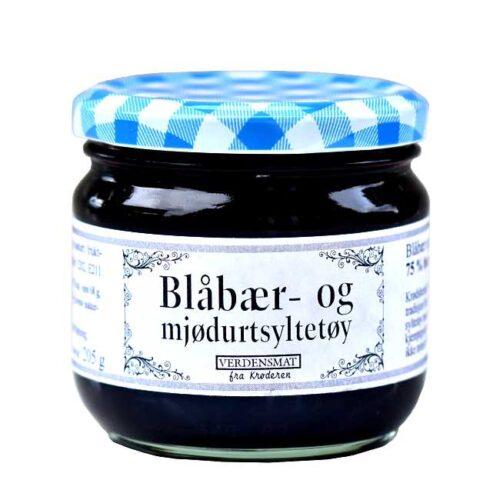 205 g blåbærsyltetøy krydret med mjødurt. Produsert på Krøderen, med bær fra skogene ved Krøderen.
